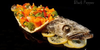 Baked fish with lemon and vegetables